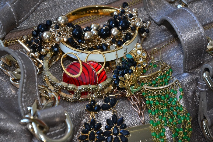 how to wear gold jewelry
