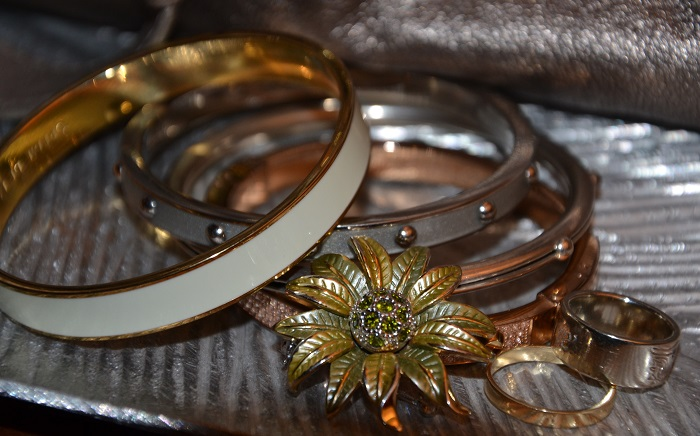 How To Wear Mixed Metal Jewelry