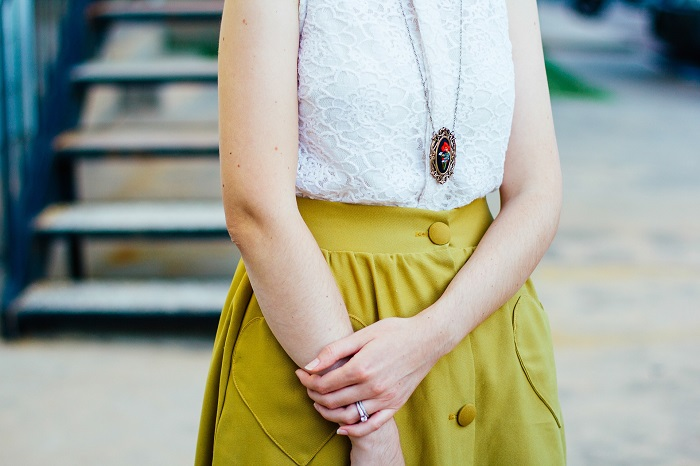 10 CREATIVE WAYS TO STYLE UP YOUR OFFICE OUTFIT