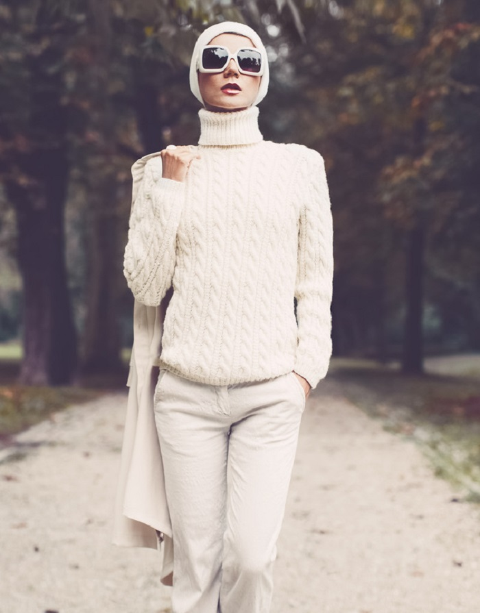 Portrait stylish lady in white glamorous clothes. Fall urban style